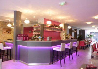 agencement comptoir-bar restaurant à Cabourg (fauteuils, tables et banquettes non fournies par BÔ)