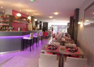 Mobilier restaurant - Comptoir bar LED à Cabourg Calvados 14 (fauteuils, tables et banquettes non fournies par BÔ)