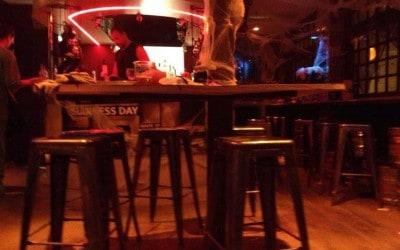 Aménagement et équipement de 20 tabourets dans un bar-restaurant à Paris