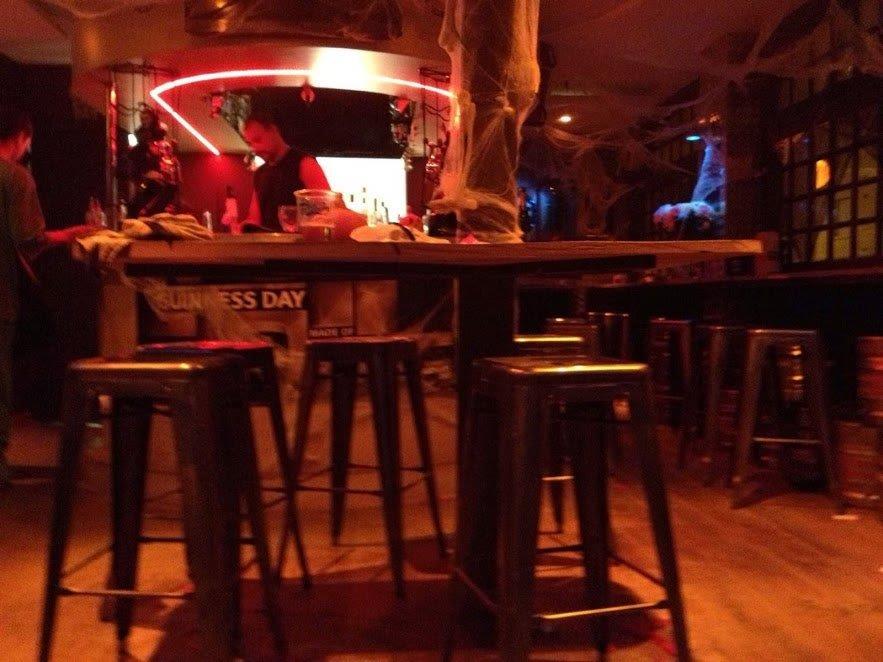 Tabourets tôle vernis Tolix - Équipement moblier bar-restaurant à Paris