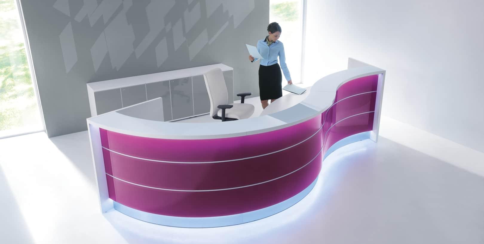Banque d'accueil lumineuse violet (Caen - Calvados 14 en Normandie)