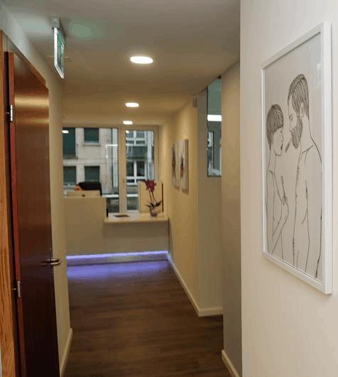 Banque d'accueil - Éclairage LED - Clinique dentaire à Genève (Suisse)