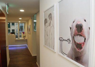 mobilier banque d'accueil, éclairage LED Clinique Hygiène Dentaire à Genève