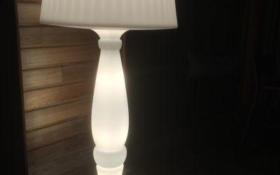Décoration lumineuse dans un hôtel-restaurant à Courseulles sur mer (Calvados – 14) en Normandie