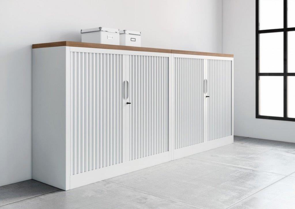 Classement, rangement de bureau (Calvados-Normandie) armoires métal, rideaux unis décor blanc avec top structurex décor imitation merisier naturel