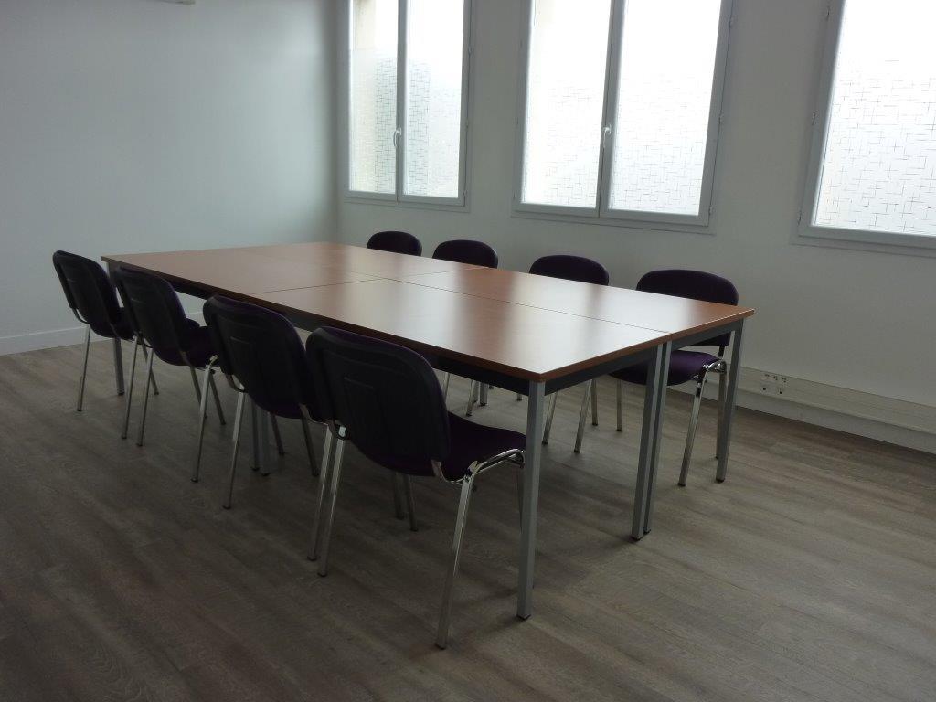 Agencement de cloisons modulaires et aménagement en mobilier de