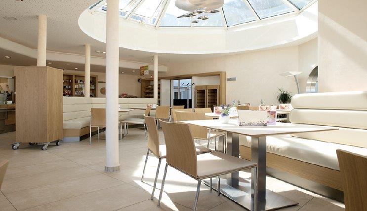 agencement de l 39 int rieur d 39 un restaurant caen calvados 14 en normandie. Black Bedroom Furniture Sets. Home Design Ideas