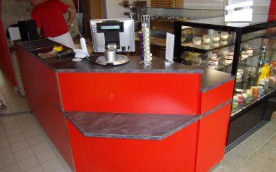 Mobilier restauration – comptoir-bar pour la Pizzeria «La Napolitaine» à Caen