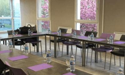 Équipement de salle de réunion d'un opticien Krys en région parisienne