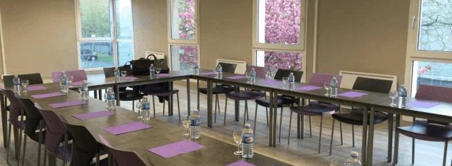 Équipement en mobilier de salle de réunion d'un opticien en région parisienne