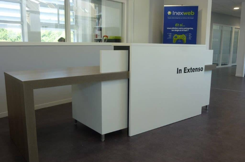 Mobilier de bureau & comptoir d'accueil sur mesure – Agence In Extenso à Cherbourg