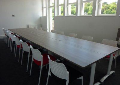 Chaises et table salle de réunion, bureau à Cherbourg (Manche - 50) en Normandie
