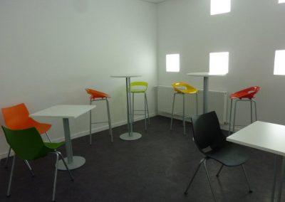 Tabourets et tables hautes cafétéria bureau à Cherbourg (Manche - 50) en Normandie
