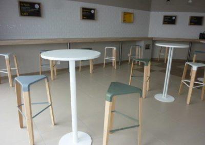 aménagement d'une caféteria à Cherbourg (Manche-50) en Normandie - Tables & chaises hautes