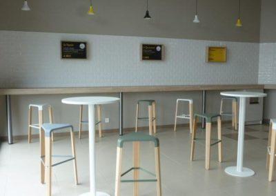 aménagement d'une caféteria à Cherbourg (Manche-50) en Normandie - Tables & chaises