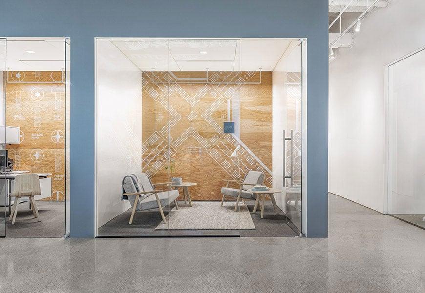 mobilier salle d'attente (banquette, fauteuil, table basse, ) à Caen (Calvados -14) - Alki Bureaux Design Iratzoki LIzaso