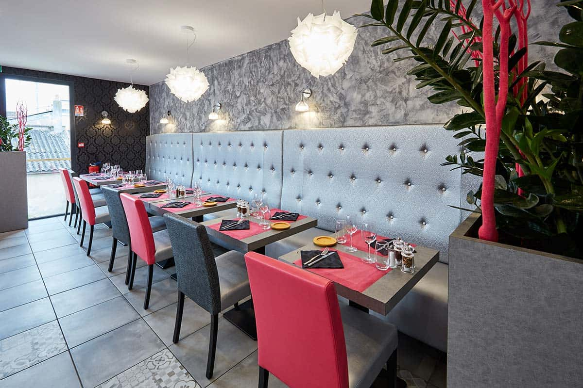agencement restaurant à Ouistreham (Caen la mer) dans le Calvados -14 en Normandie - Tables, chaises, fauteuils et banquettes non fournies par BÔ_